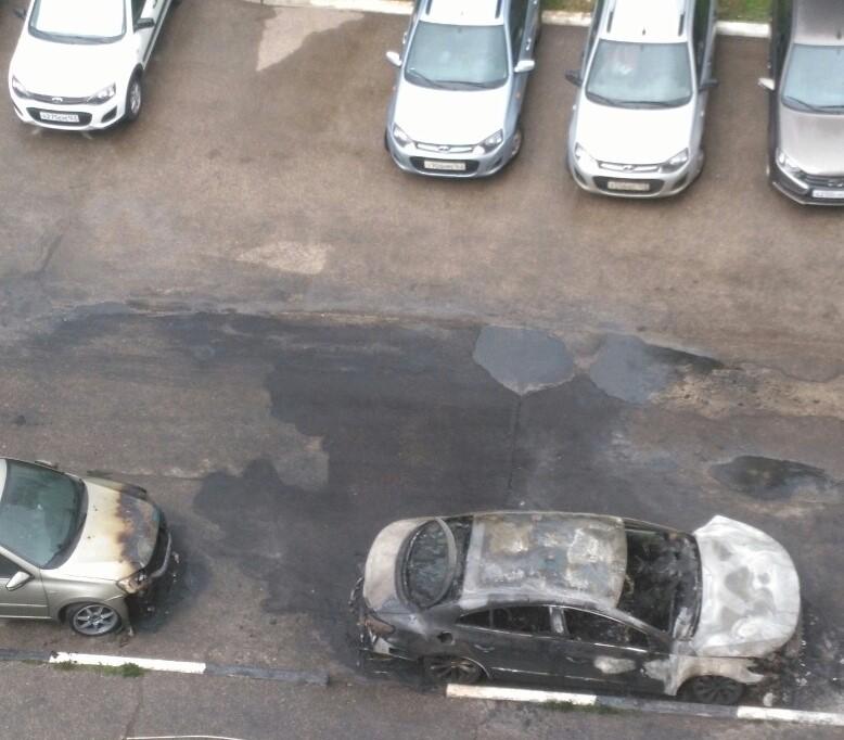 В Тольятти на улице Офицерской ночью сгорела иномарка: видео | CityTraffic