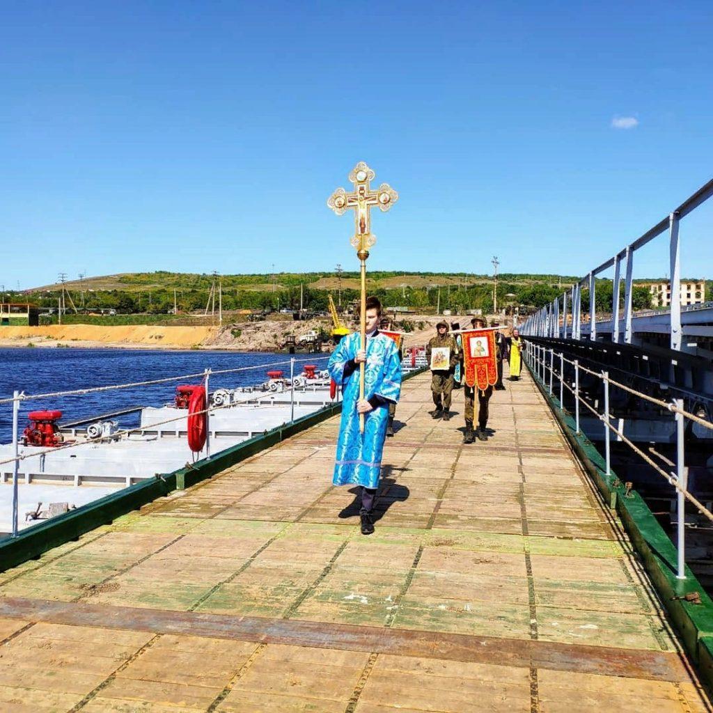 В Самарской области святой водой окропили трехкилометровый мост | CityTraffic