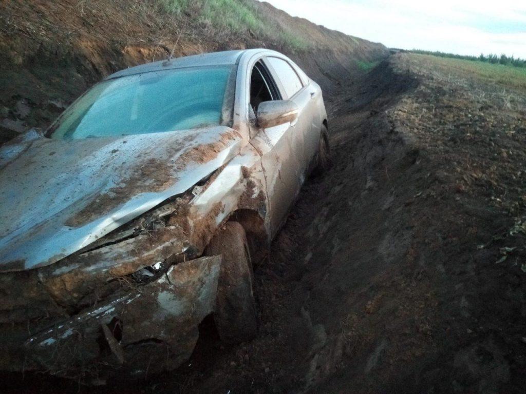 В Самарской области автомобиль вылетел в канаву из-за дождя | CityTraffic