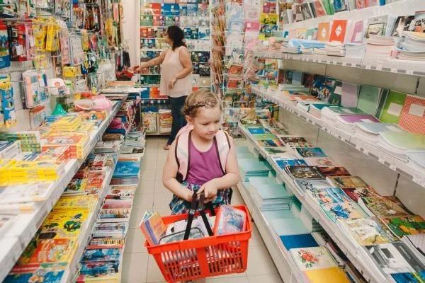 Жители России планируют потратить почти 30 тысяч рублей на сборы ребенка в школу | CityTraffic