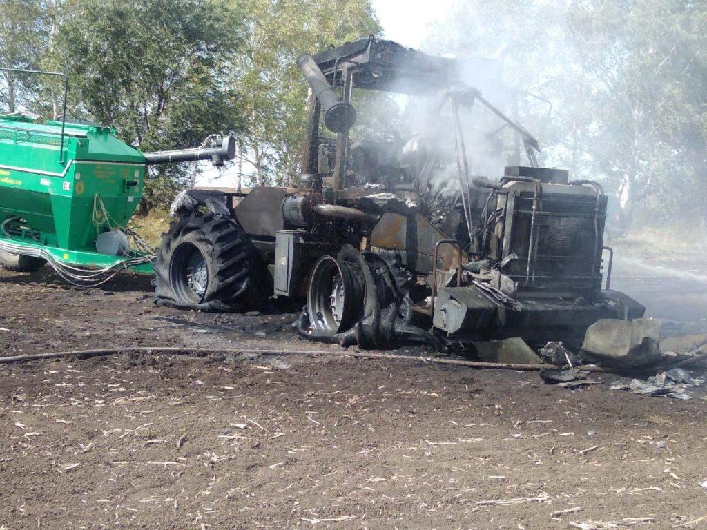 В Самарской области полностью сгорел трактор | CityTraffic
