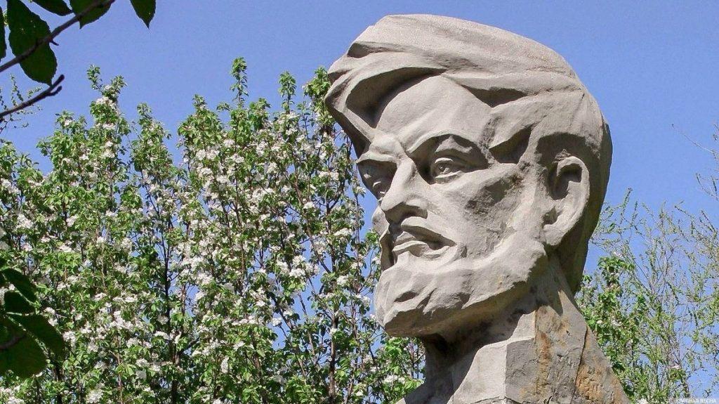 В Самаре временно убрали памятник Масленникову | CityTraffic