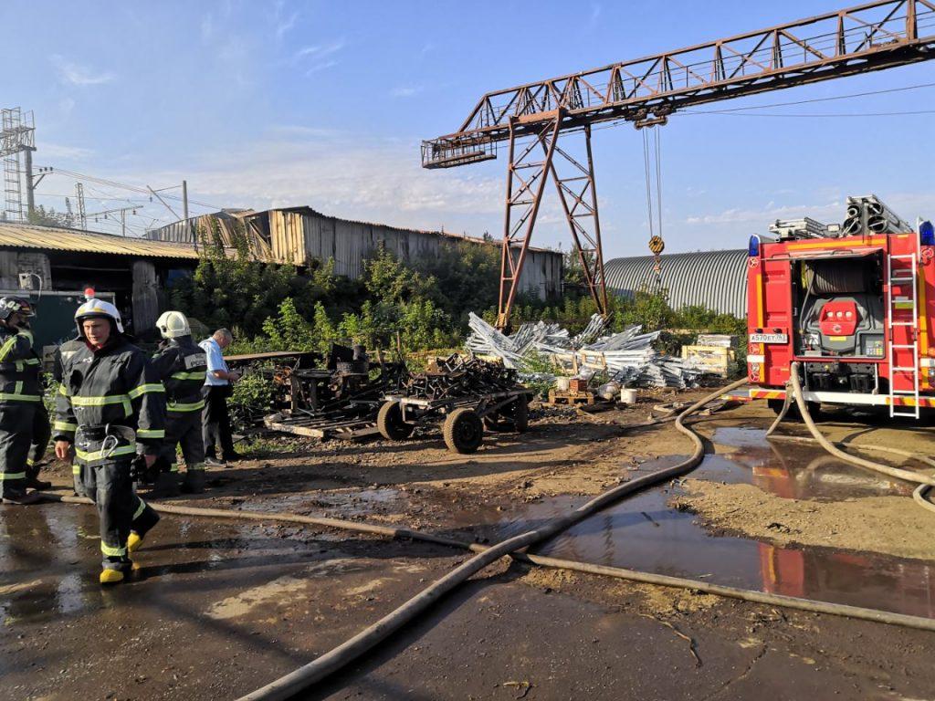В Самаре потушили склад на Заводском шоссе: видео | CityTraffic