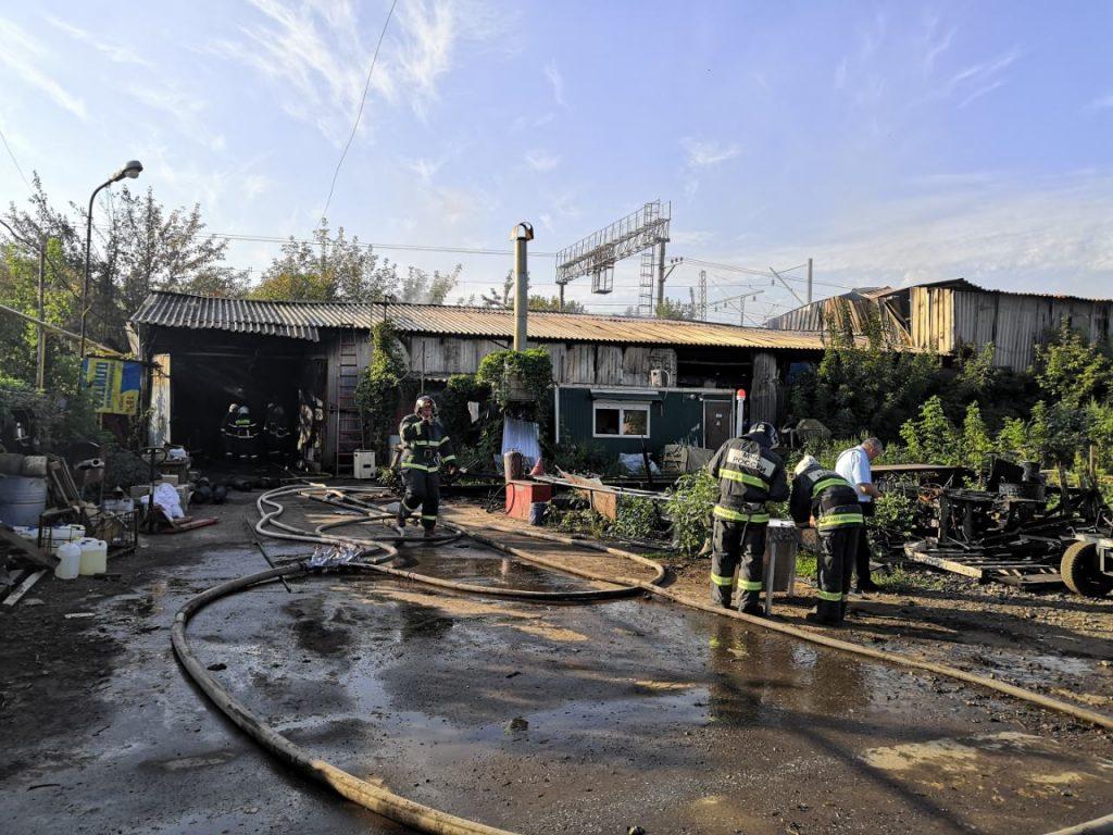 В Самаре 45 человек тушат пожар на складе на Заводском шоссе | CityTraffic