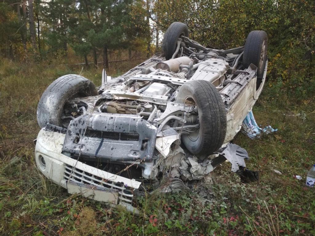 В Самарской области Mitsubishi Pajero перевернулся после столкновения с Nissan Note, пострадали 2 человека | CityTraffic