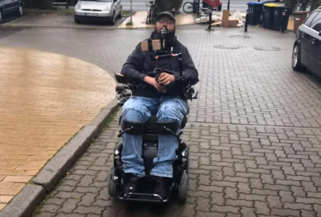 Немецкий путешественник, который на своей инвалидной коляске совершает вояж по городам России, заедет в Самару и Тольятти | CityTraffic