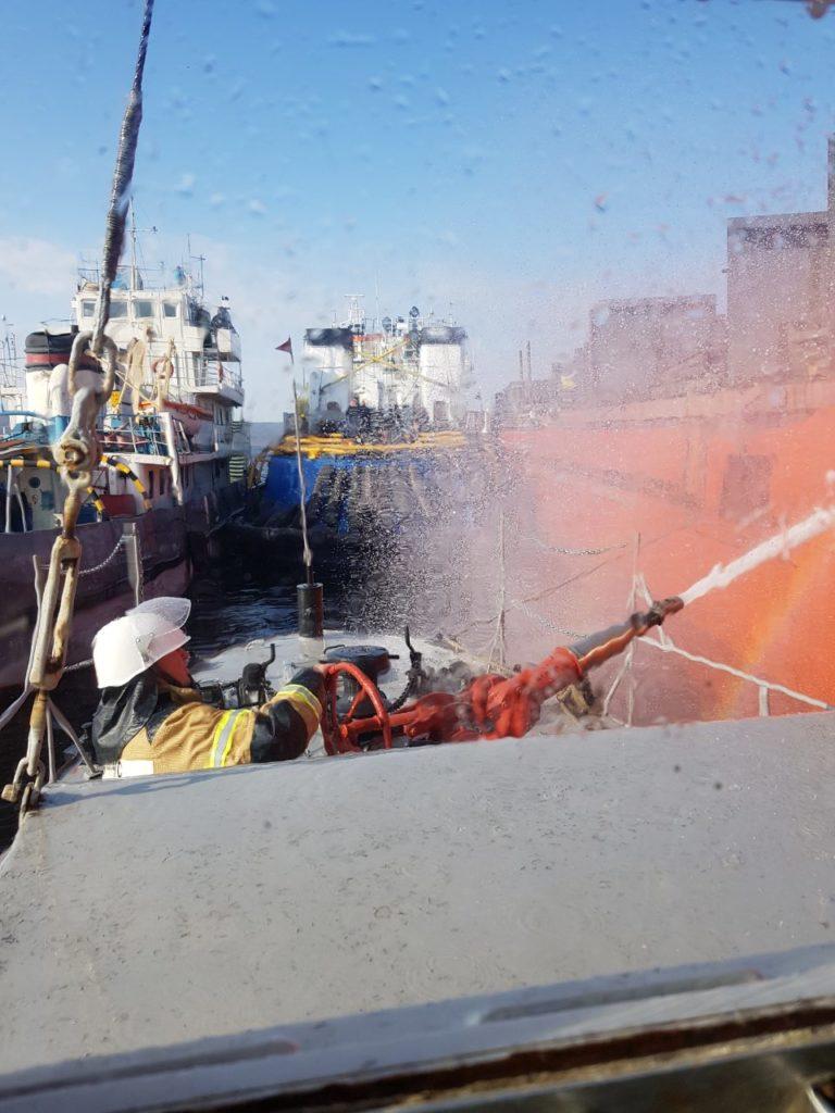 Горящий возле Тольятти сухогруз 105 человек тушили 6 часов | CityTraffic