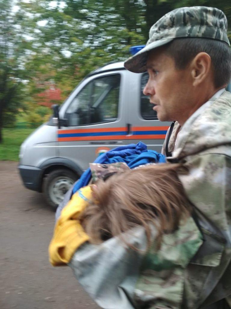 Пропавшая 4 сентября из песочницы 2-летняя девочка найдена в лесу: видео | CityTraffic
