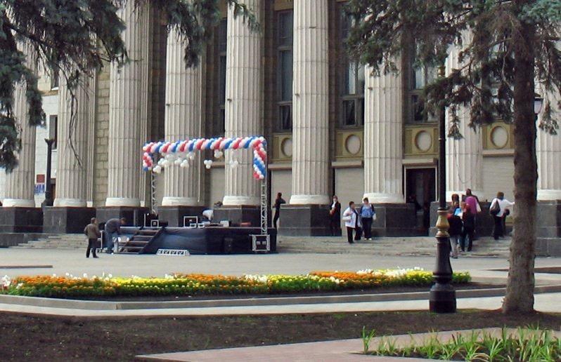 В ДК на площади Кирова в Самаре проводится служебная проверка после гибели мальчика от рухнувшей плиты с колонны  здания | CityTraffic