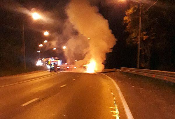 На трассе М-5 в Самарской области водитель ночью сгорел в автомобиле | CityTraffic
