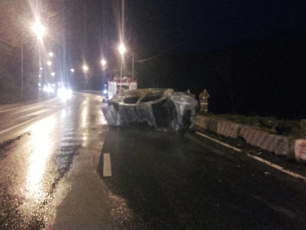 Водитель, сгоревший в автомобиле на трассе М-5 в Самарской области, врезался в бетонные блоки | CityTraffic
