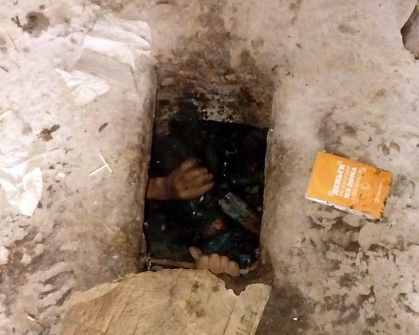 Мужчина провалился в выгребную яму общественного туалета, доставая паспорт: видео | CityTraffic