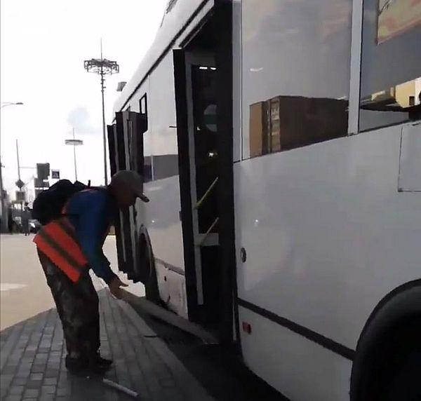В Самаре водитель автобуса не помог  пассажиру-инвалиду попасть в автобус | CityTraffic
