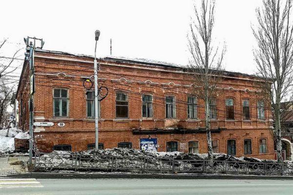 В Самаре разрушенный памятник архитектуры облюбовали бомжи | CityTraffic
