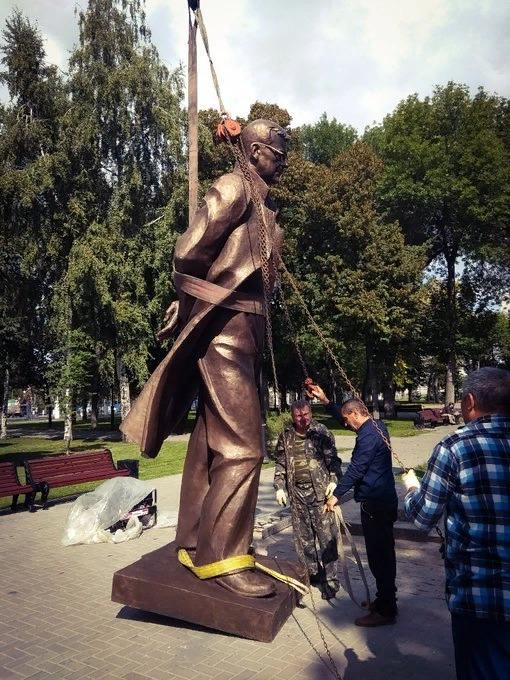 В Самаре начали устанавливать бронзового Шостаковича | CityTraffic
