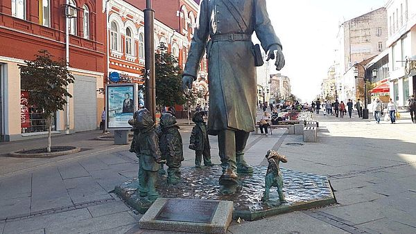 В Самаре починили пионера рядом с Дядей Степой | CityTraffic