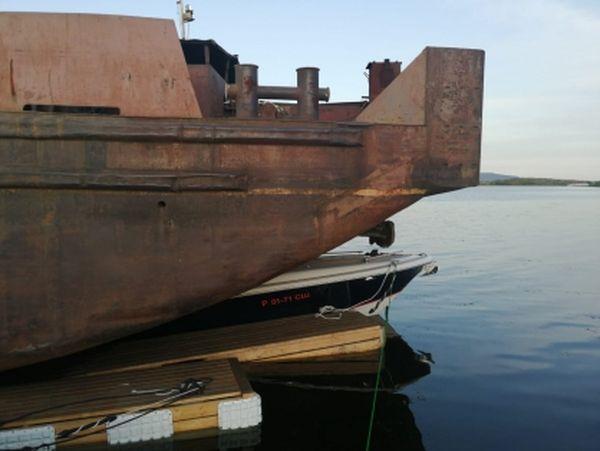 В Самарской области толкач с баржей врезался в лодочную платформу, нанеся ущерб судам на 1 млн рублей | CityTraffic