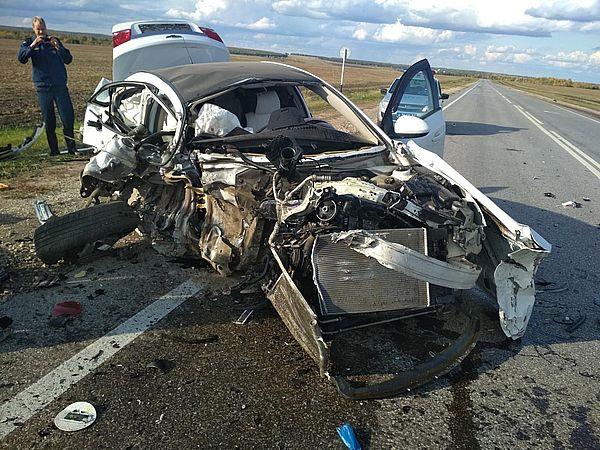 Авария с тремя иномарками под Самарой произошла потому, что женщина-водитель не вовремя пошла на обгон | CityTraffic