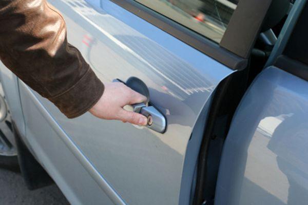 Житель Самарской области обчищал автомобили, которые оставляли открытыми владельцы | CityTraffic