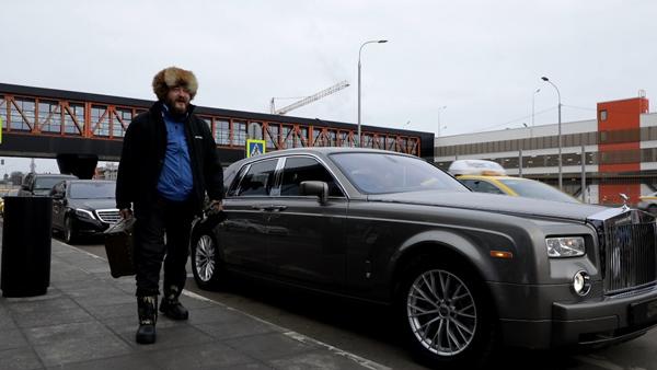 Бомж, оказавшийся московским миллионером, подарил квартиру многодетной матери из Тольятти | CityTraffic