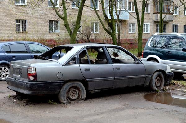 Не прошло и года: администрация Тольятти займется выявлением и эвакуацией бесхозных машин | CityTraffic