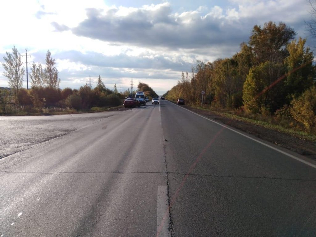 Toyota Corolla оказалась в кювете после неудачного обгона на автодороге «Тольятти-Хрящевка» | CityTraffic