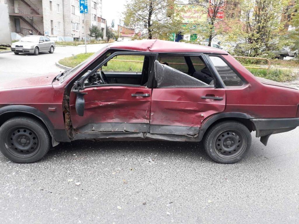 В Тольятти столкнулись вазовская легковушка и Range Rover, 1 человек пострадал | CityTraffic