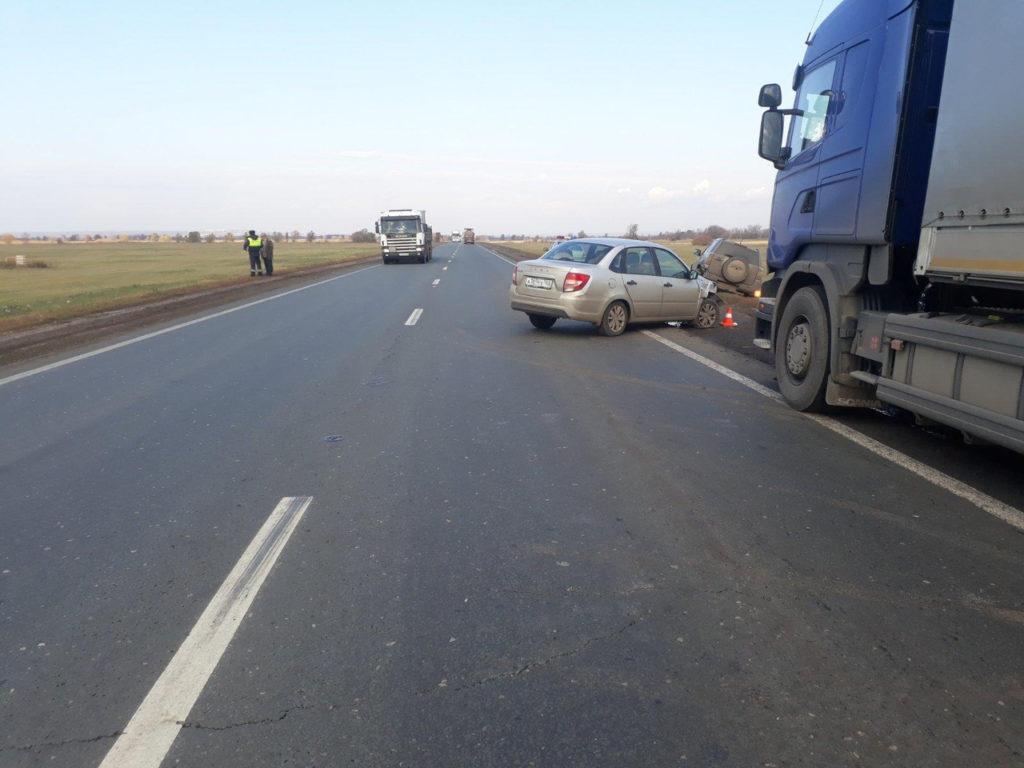 На Обводной дороге Самары водитель грузовика «Скания» спровоцировал аварию с участием «Лады» и «Сузуки» | CityTraffic