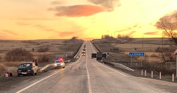 В Самарской области на трассе М-5 столкнулись 3 автомобиля, водитель одного из них погиб | CityTraffic