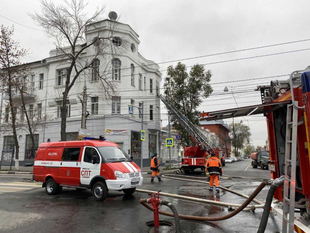 В Самаре из трехэтажного жилого дома на улице Некрасовской из-за пожара эвакуировали 25 человек | CityTraffic