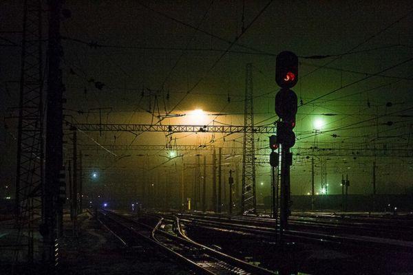 В Самарской области машинист ночью проехал на красный сигнал и перевел стрелки | CityTraffic