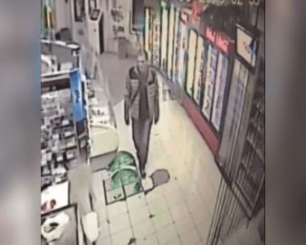 В Тольятти мужчина похитил у женщины банковскую карту и снял с нее деньги: видео | CityTraffic