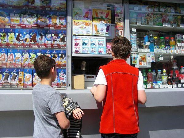 В Госдуме предлагают запретить торговать сигаретами и алкоголем рядом со школами | CityTraffic