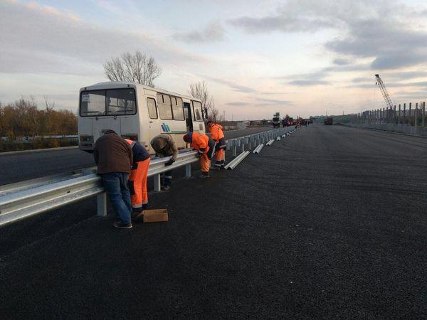 В Самаре перед въездом на Фрунзенский мост начали установку ограждений | CityTraffic