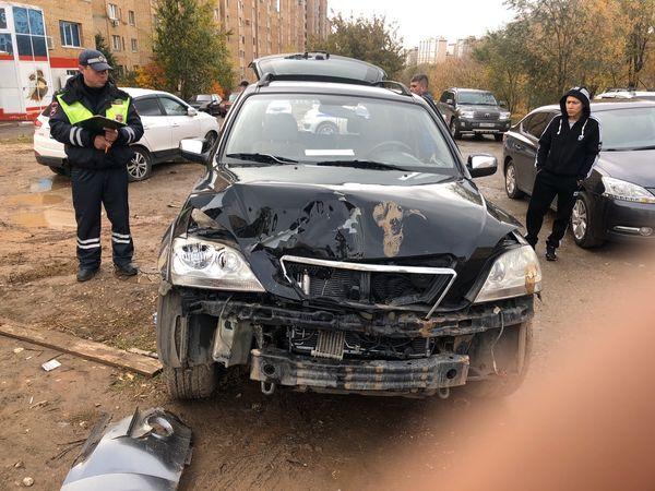 Пьяная автоледи врезалась в Самаре в припаркованную машину: видео | CityTraffic