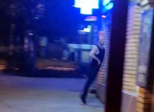В Самаре полицейским пришлось заматывать скотчем дебошира, разгромившего аптеку: видео | CityTraffic