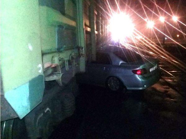 В Тольятти иномарка врезалась в стоявший на переезде поезд | CityTraffic