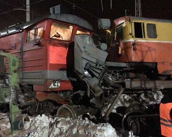В Самаре оштрафовали двух сотрудников РЖД, по вине которых произошло столкновение локомотива с грузовым поездом | CityTraffic