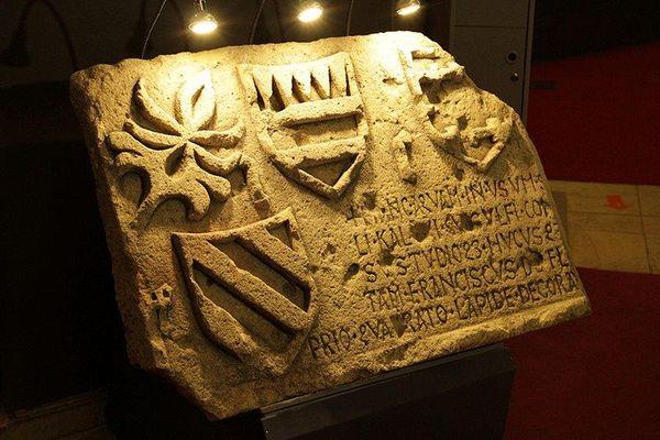 В музее Алабина в Самаре выставили плиту 15 века  с надписями на латинском языке | CityTraffic
