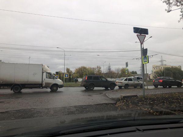 Из-за строительства правого поворота трамваев к «Самара Арене» на сутки перекрыли улицу Ташкентскую | CityTraffic