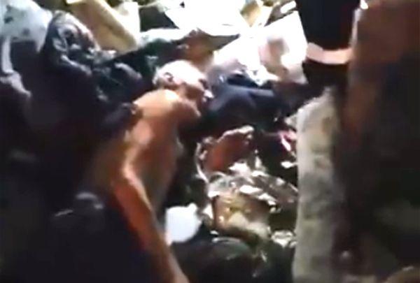 В Тольятти из-под завалов в захламленной квартире спасатели вытащили беспомощного старика: видео | CityTraffic