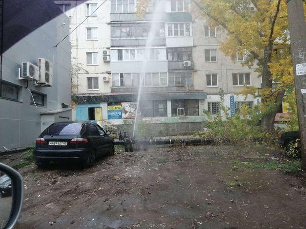 В Куйбышевском районе Самары из трубы забил фонтан высотой в пять этажей | CityTraffic