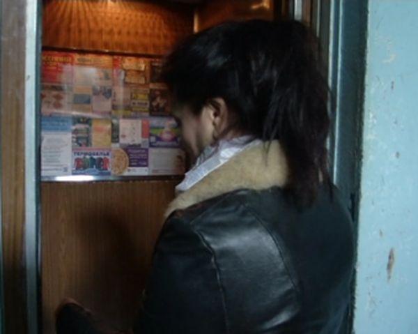 Житель Самары приехал в Тольятти и напал на женщину в лифте: видео | CityTraffic