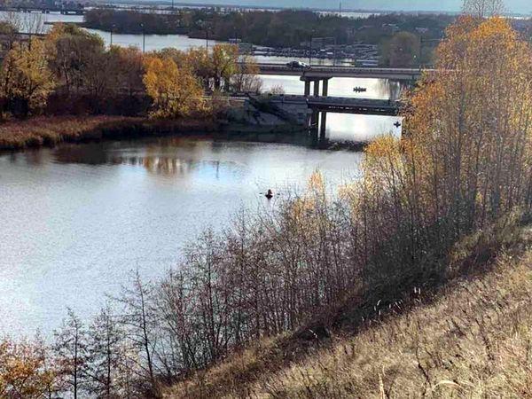 Автомобиль, в котором находились девочка-подросток и мужчина, утонул в Сызрани, съехав в реку | CityTraffic