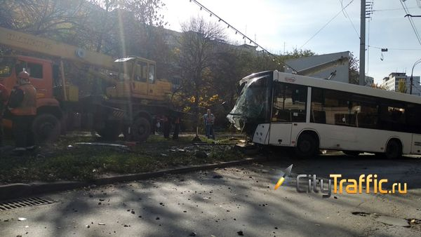 В Самаре поздним вечером 46 человек тушили жилой дом на улице Чернореченской | CityTraffic