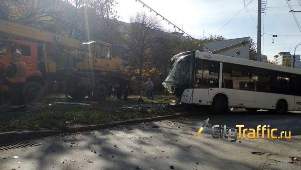 Прокуроры проверят, почему автобус в Самаре врезался в столб | CityTraffic