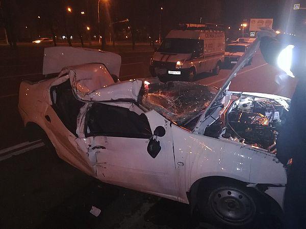 В Тольятти таксист уснул за рулем и врезался в столб | CityTraffic