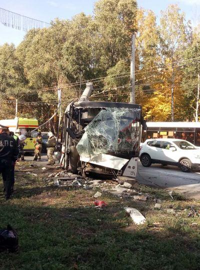 Перевозчик рассказал, почему автобус с пассажирами врезался в световую опору в Самаре | CityTraffic