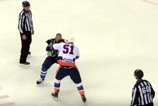 Нападающий «Лады» подрался с защитником «СКА-Нева» в матче ВХЛ: видео | CityTraffic