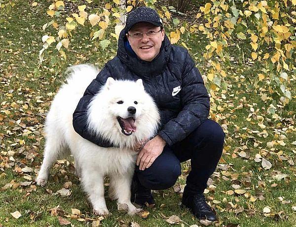 Губернатор Самарской области показал своего «пушистого друга» - собаку-самоеда | CityTraffic